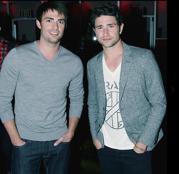 Jonathan Bennett y Matt Dallas.
