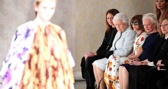 Reina Isabel II london fashion week
