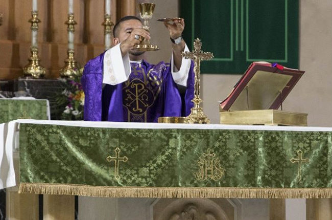 sacerdote homosexual /Fuente: Instagram @olphstagnes